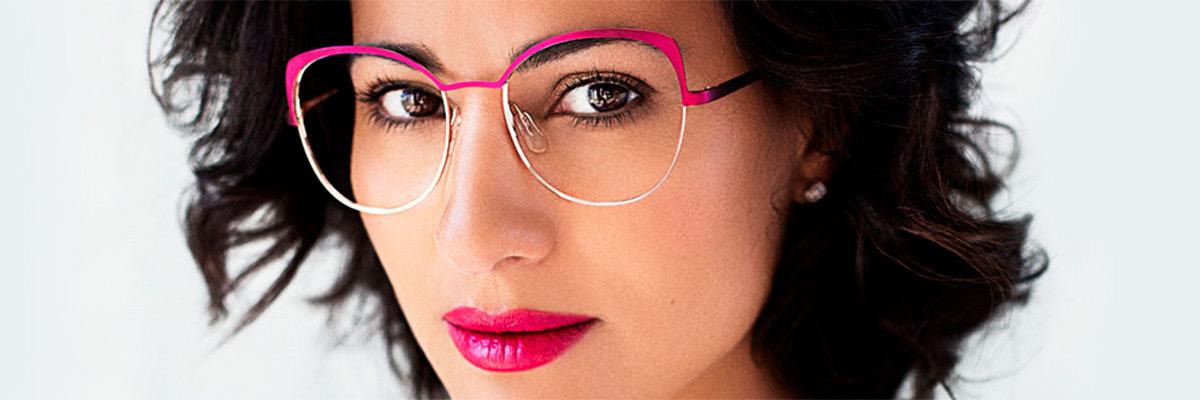 CAROLINE ABRAM Créatrice de lunettes glamour, face à mains, bijoux, lunetterie